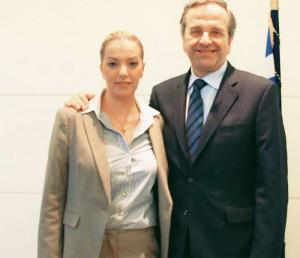 Η νεαρά, δίπλα στον Αντωνάκη, έχει μισθό 3.500 ευρώ από την ΕΡΤ χωρίς να έχει πατήσει ποτέ!